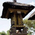 1811.-En-Bali-y-uno-de-los-templos