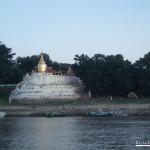 136-Pagoda-en-la-orilla-del-rio