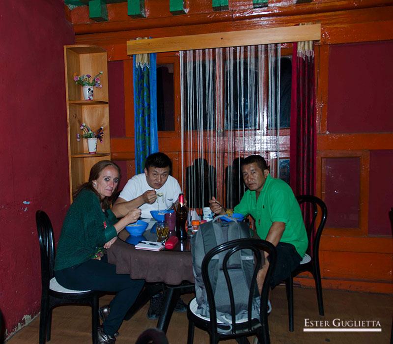 Cena en restaurante local