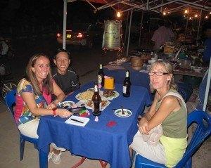 Cenando con Thong-ing