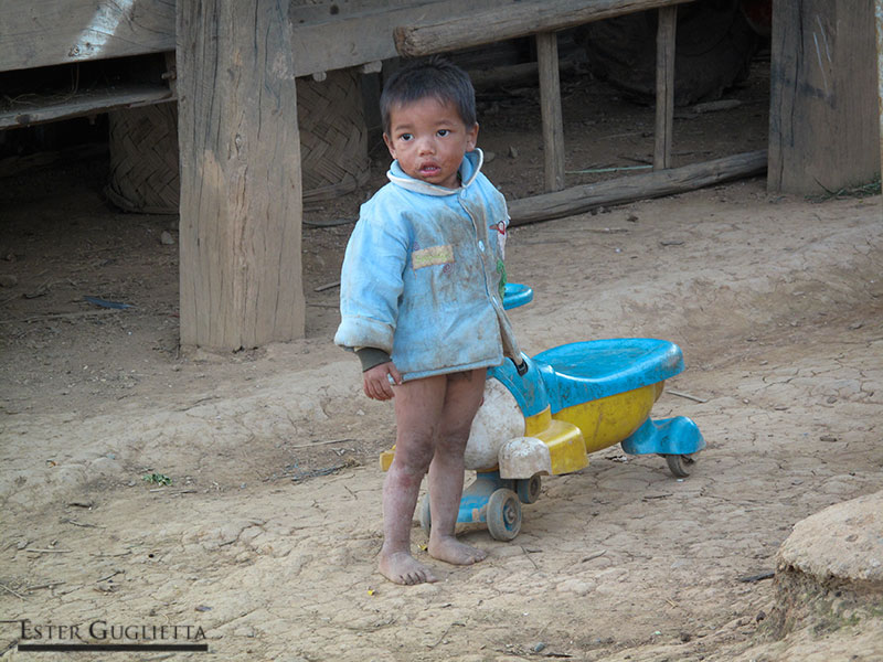 Niño del poblado Ban Hoy Doy