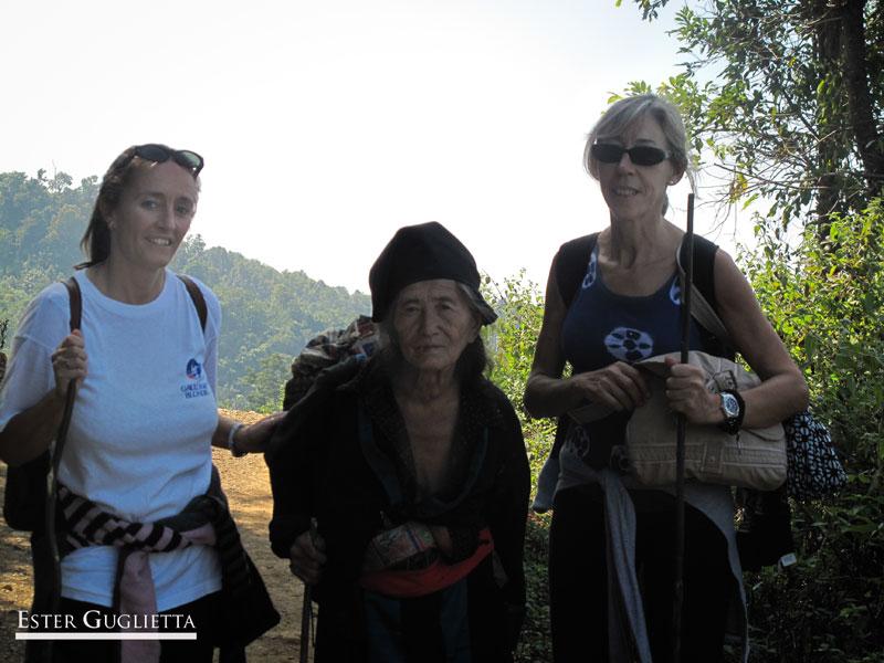 Señora etnia Hmong con 80 años