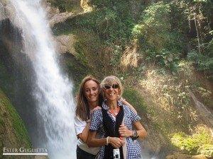 Herminia y yo en la catarata Kouang Si