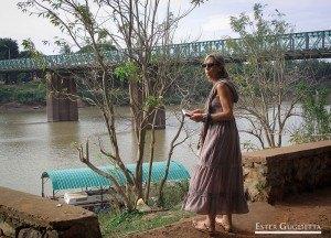 Herminia y al fondo el Puente Frances