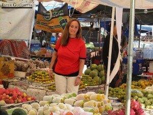 En el exterior del Mercado Tang Freres