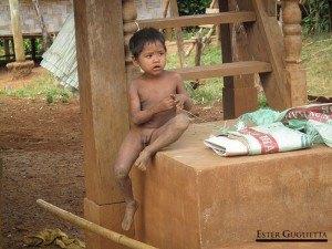 Niño del poblado Kokphoungtai