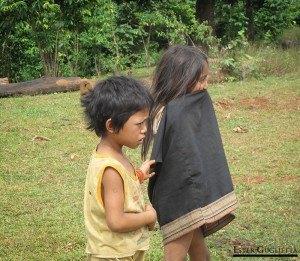 Niñas del poblado Kokphoungtai