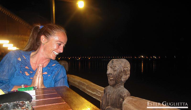 En un restaurante junto al río Mekong