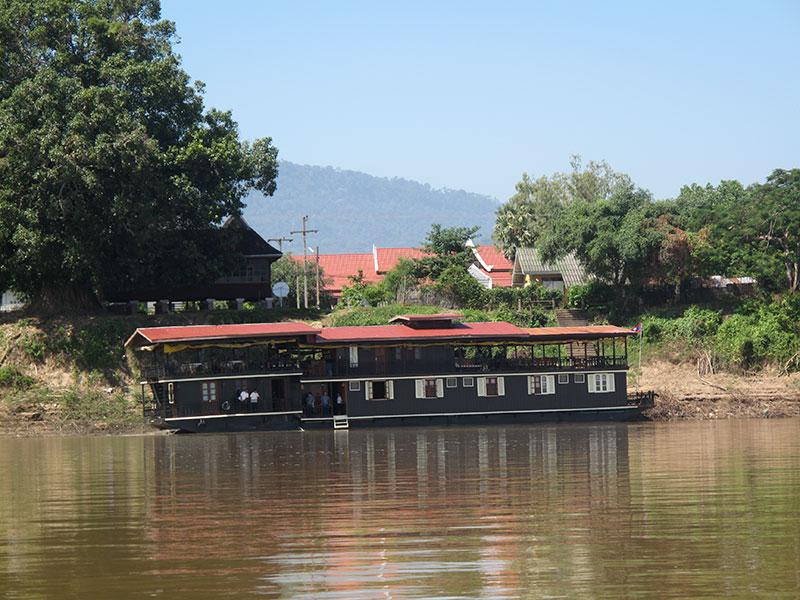 El barco Vat Phou