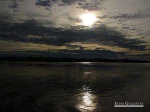 Amanecer en el río Mekong
