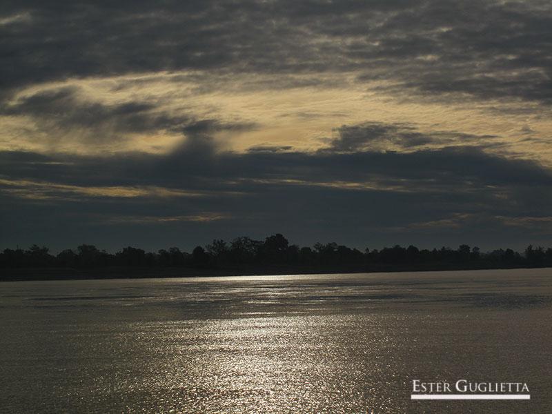 Río Mekong amaneciendo