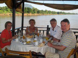 Desayunando en el Vat Phou
