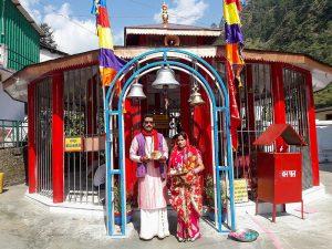 Pandit Sanjay Bhatt con su señora en el Sri Yantra