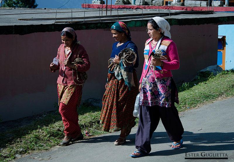 Mujeres que van al campo