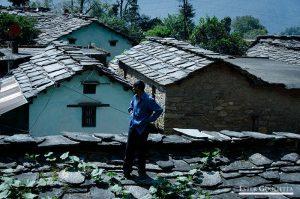 Hombre en los tejados