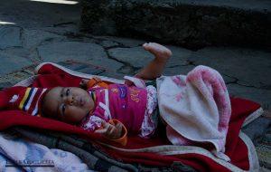 Niña en el pueblo Sari gaon