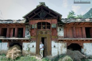 Mayank en una casa de Sari gaon